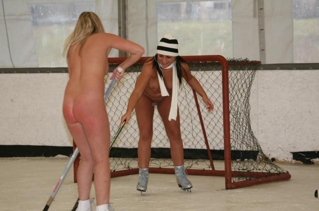 【全裸スポーツエロ画像】一体なぜ全裸で!?全裸でスポーツする海外女子がめちゃエロッ! 22