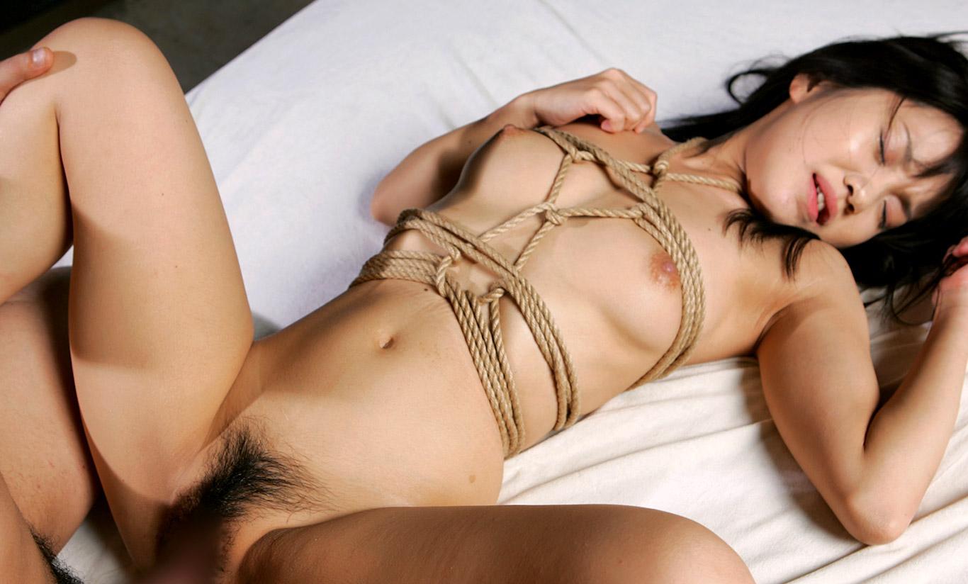 素人にはできない緊縛セックスのエロ画像