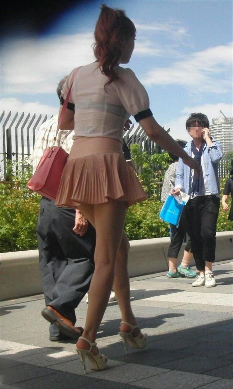 【ミニスカートエロ画像】見えそうで見えない超ミニ!キケンすぎる太ももにフル勃起! 06