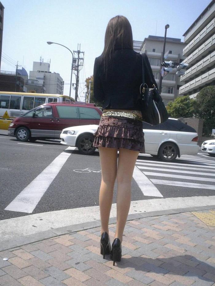 【ミニスカートエロ画像】見えそうで見えない超ミニ!キケンすぎる太ももにフル勃起! 13