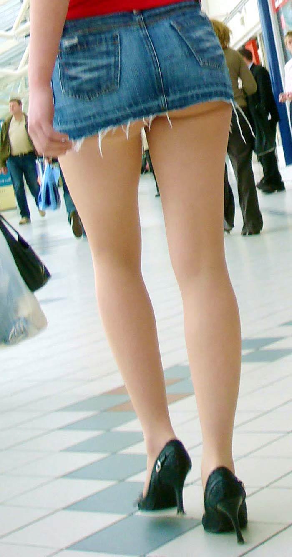 【ミニスカートエロ画像】見えそうで見えない超ミニ!キケンすぎる太ももにフル勃起! 22