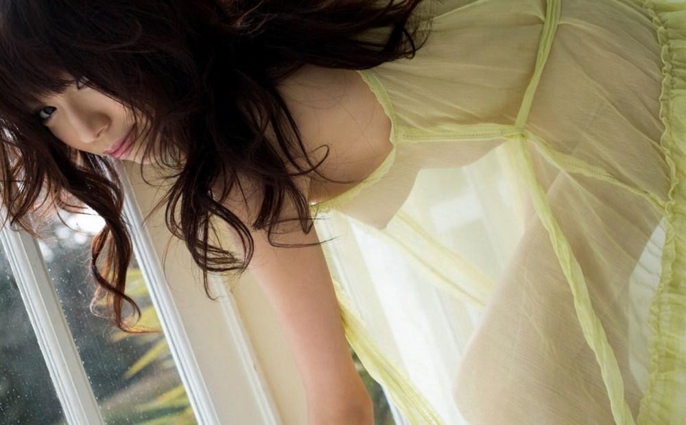 【スケスケエロ画像】見事に透けた着衣の下の美しい裸体に視線を奪われてしまいそう。