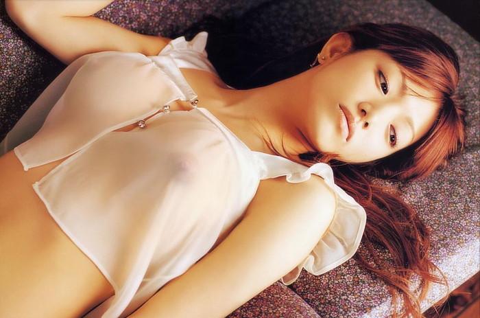 【スケスケエロ画像】見事に透けた着衣の下の美しい裸体に視線を奪われてしまいそう。 15