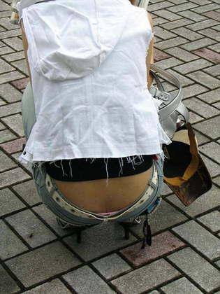 【ハミパンエロ画像】パンツがはみ出している!?これは見るな!といわれても無理!w 03