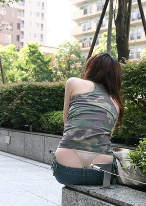 【ハミパンエロ画像】パンツがはみ出している!?これは見るな!といわれても無理!w 04