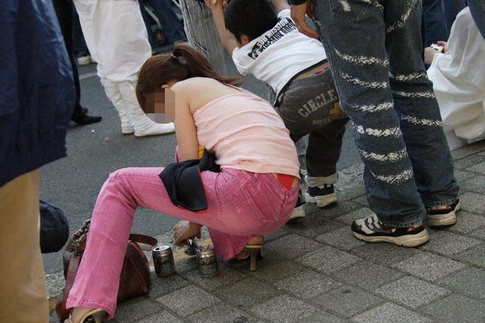 【ハミパンエロ画像】パンツがはみ出している!?これは見るな!といわれても無理!w 22