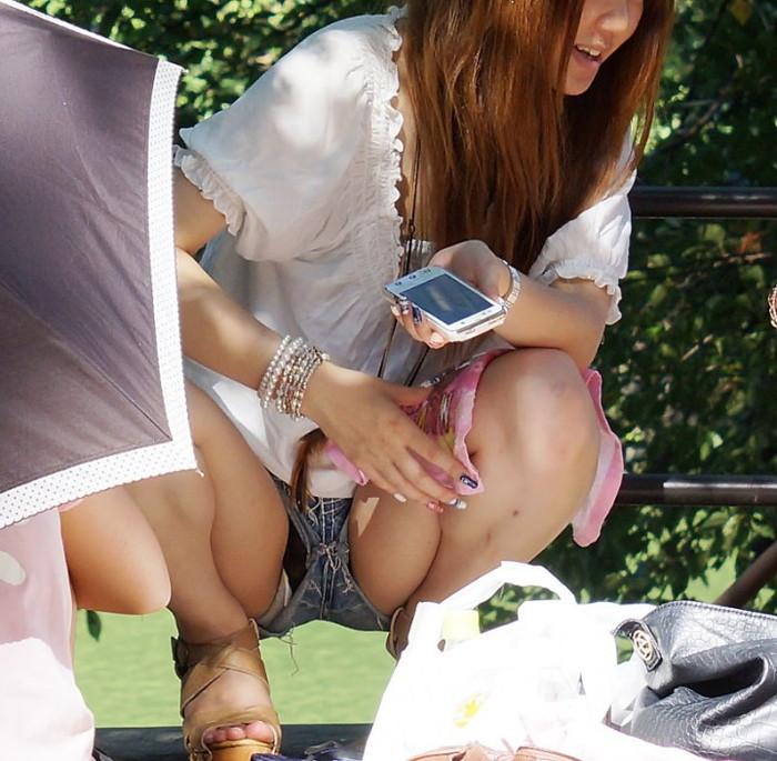 【ハミパンエロ画像】パンツがはみ出している!?これは見るな!といわれても無理!w 23