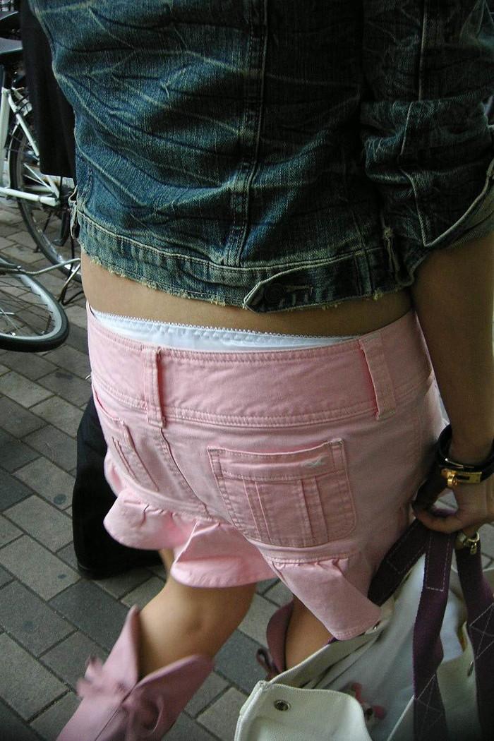 【ハミパンエロ画像】パンツがはみ出している!?これは見るな!といわれても無理!w 24