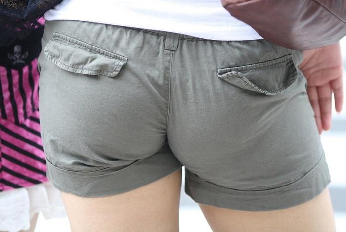 【ホットパンツエロ画像】男性の視線独り占め!どうしたってガン見しちゃうホットパンツ! 15