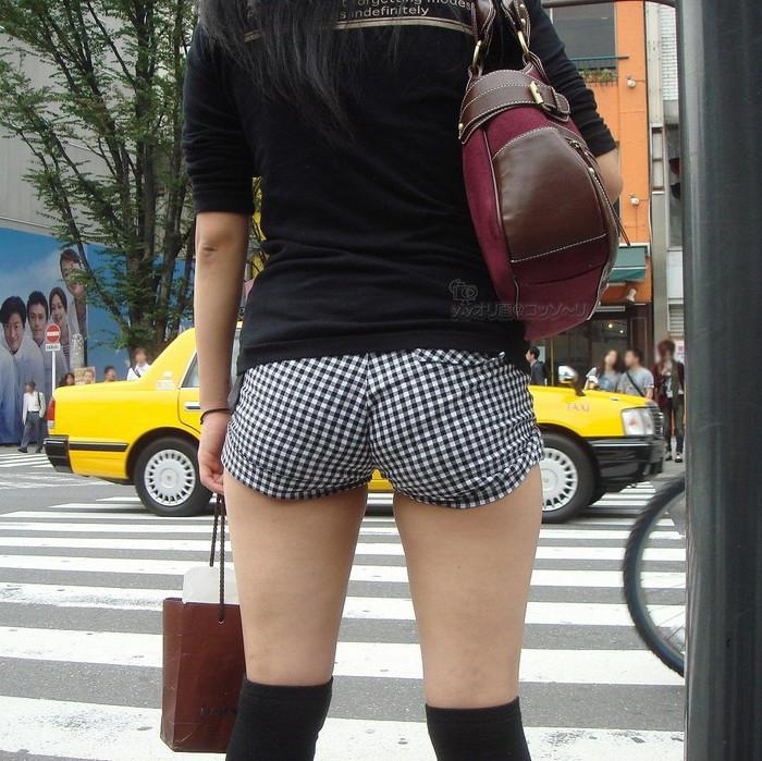 【ホットパンツエロ画像】男性の視線独り占め!どうしたってガン見しちゃうホットパンツ! 34