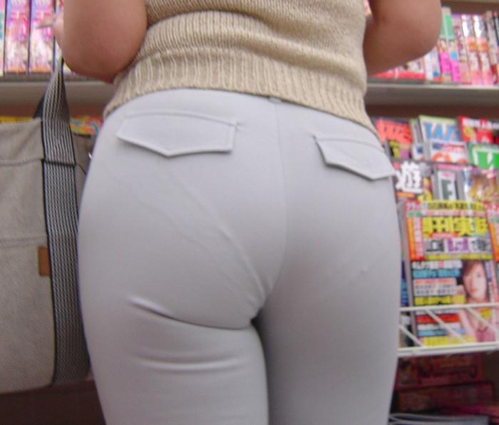 【下着透けエロ画像】街中でこんな光景みたことあるだろ?下着の透けてる女の子! 10