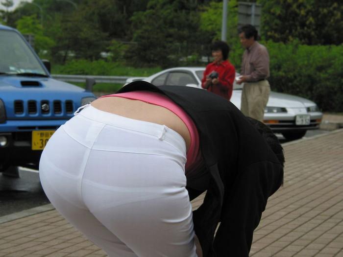 【下着透けエロ画像】街中でこんな光景みたことあるだろ?下着の透けてる女の子! 11