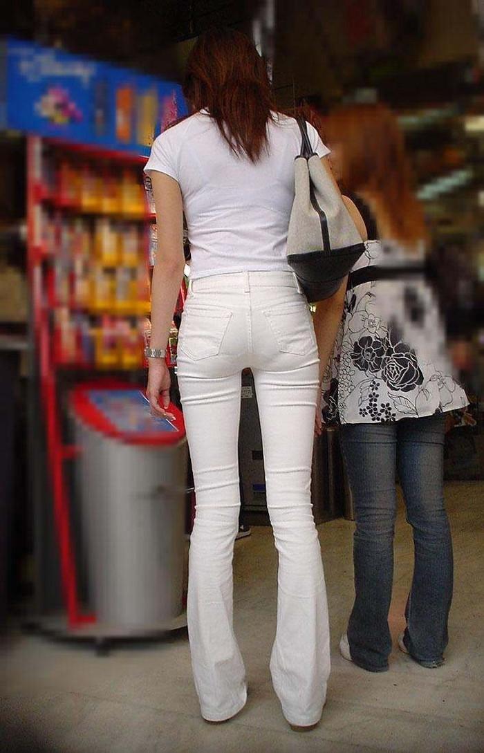【下着透けエロ画像】街中でこんな光景みたことあるだろ?下着の透けてる女の子! 12