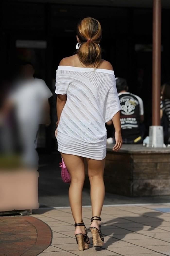 【下着透けエロ画像】街中でこんな光景みたことあるだろ?下着の透けてる女の子! 15
