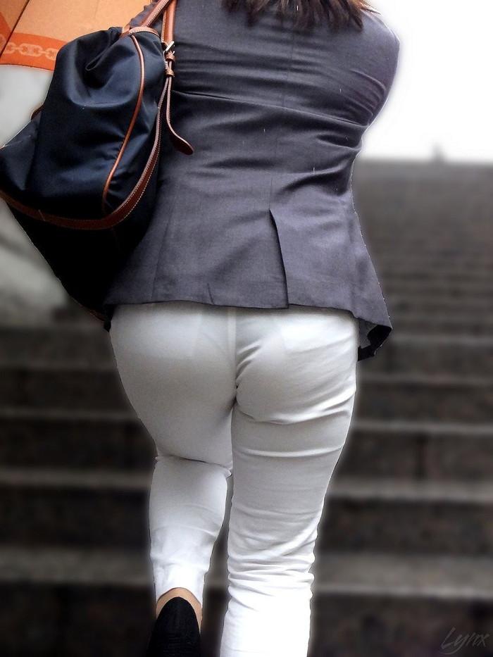 【下着透けエロ画像】街中でこんな光景みたことあるだろ?下着の透けてる女の子! 30