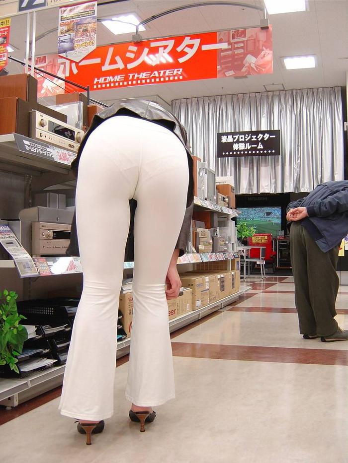 【下着透けエロ画像】街中でこんな光景みたことあるだろ?下着の透けてる女の子! 33