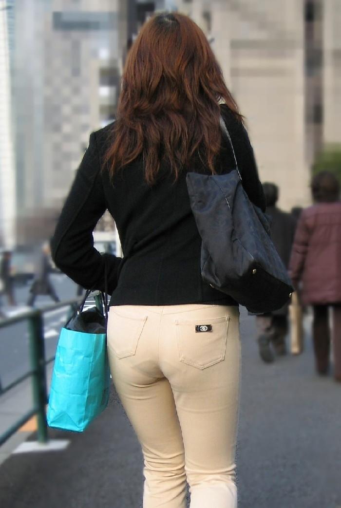 【下着透けエロ画像】街中でこんな光景みたことあるだろ?下着の透けてる女の子! 35