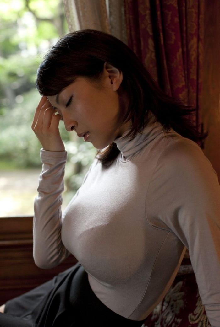 【着衣巨乳エロ画像】はち切れんばかりの膨らみに思わず下半身沸騰の着衣巨乳! 12
