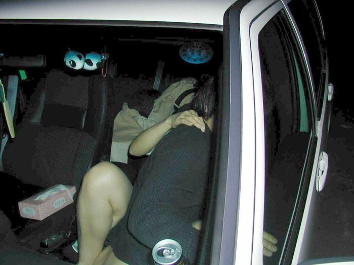 【カーセックス盗撮エロ画像】非常にリアル!これはガチだろ!?っていうカーセックス盗撮! 08