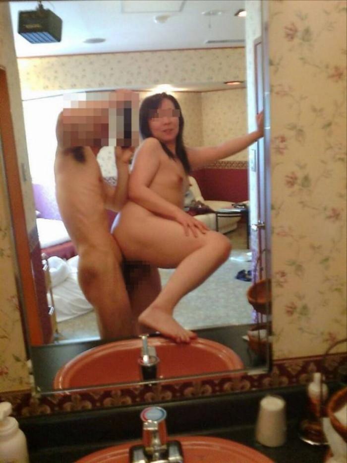 【鏡撮りエロ画像】鏡に映った自分たちのセックスを撮影しちゃった!ったやつ!w 09