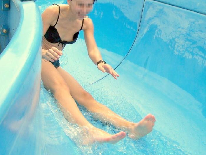 【水着ハプニングエロ画像】水着の女の子の身に降りかかった災難!男子諸君歓喜!! 23