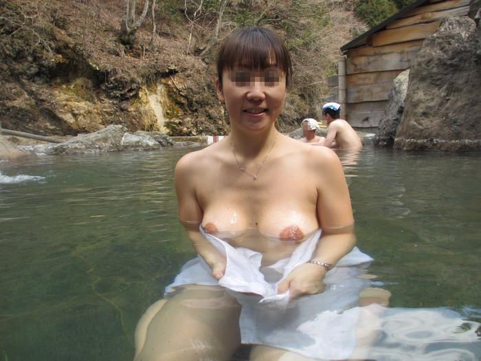 【露天風呂エロ画像】露天風呂で入浴する女の子たちの姿に欲情!www 14
