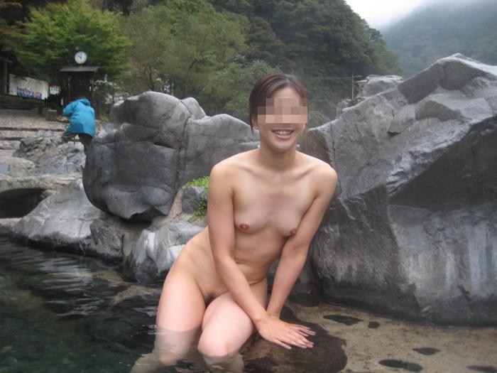 【露天風呂エロ画像】露天風呂で入浴する女の子たちの姿に欲情!www 15