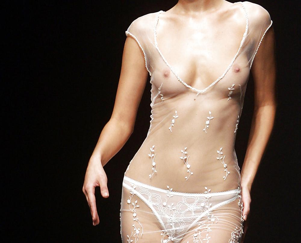 【ファッションショーエロ画像】これはストリップではなくファッションショーなんだぜ!?w