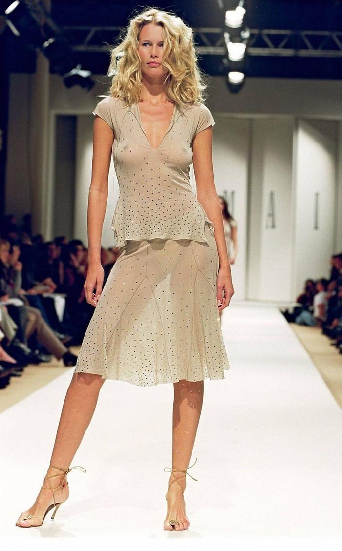 【ファッションショーエロ画像】これはストリップではなくファッションショーなんだぜ!?w 08