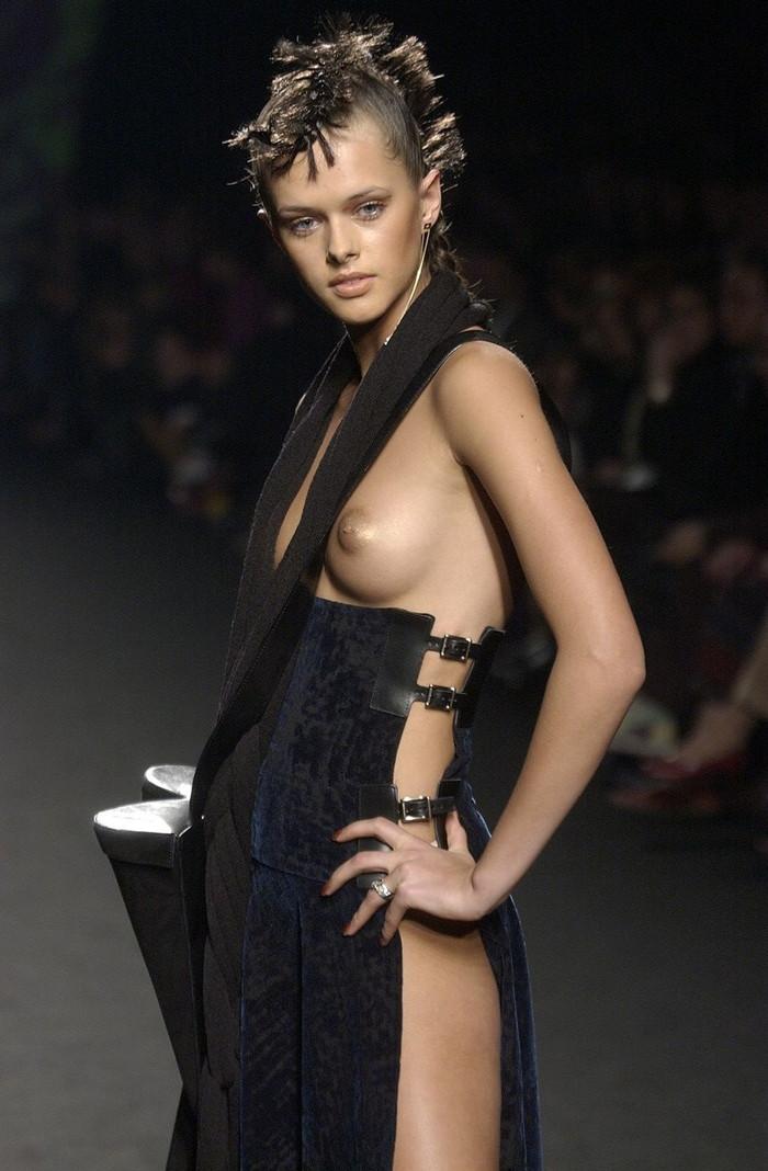 【ファッションショーエロ画像】これはストリップではなくファッションショーなんだぜ!?w 11