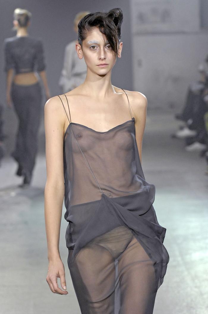 【ファッションショーエロ画像】これはストリップではなくファッションショーなんだぜ!?w 21