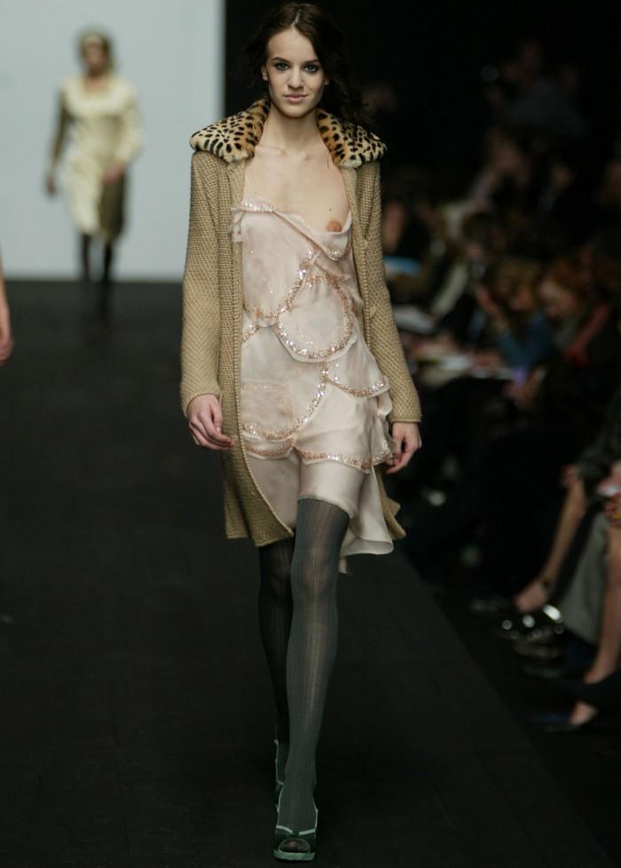 【ファッションショーエロ画像】これはストリップではなくファッションショーなんだぜ!?w 22