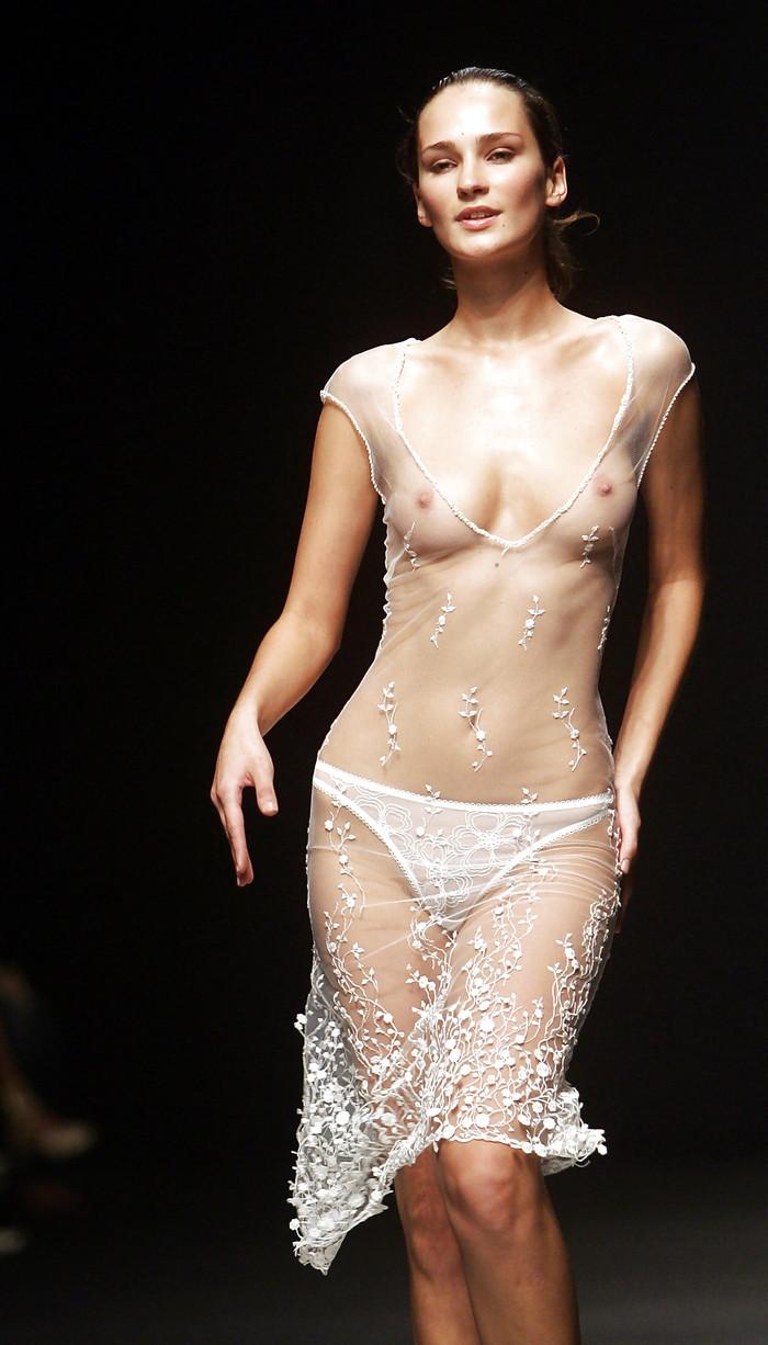 【ファッションショーエロ画像】これはストリップではなくファッションショーなんだぜ!?w 23