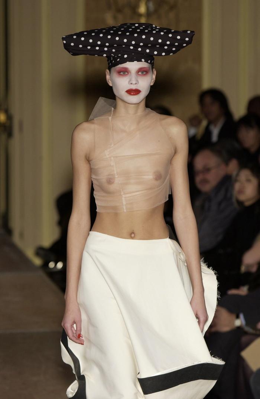 【ファッションショーエロ画像】これはストリップではなくファッションショーなんだぜ!?w 25