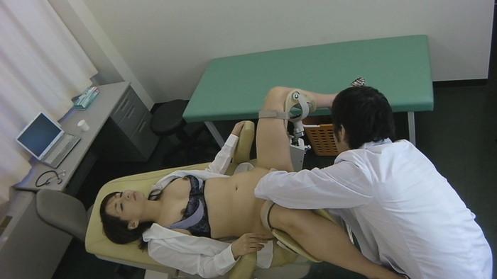 【悪徳エロ医者エロ画像】エロ医者の魔の手に落ちた女性患者!オマンコ弄られ捲くり! 10
