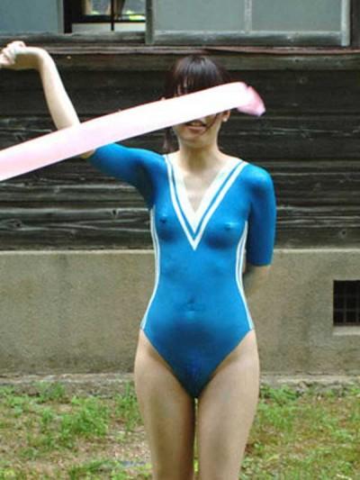 【ボディーペイントエロ画像】全裸ペイントという新しいスタイルの露出プレイ! 25