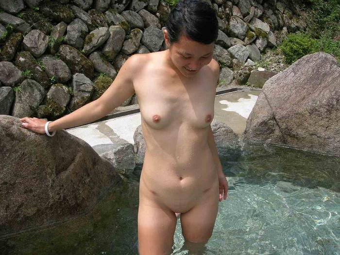 【女湯盗撮エロ画像】これが女湯!?リアルな女風呂の光景に感動の涙www 09