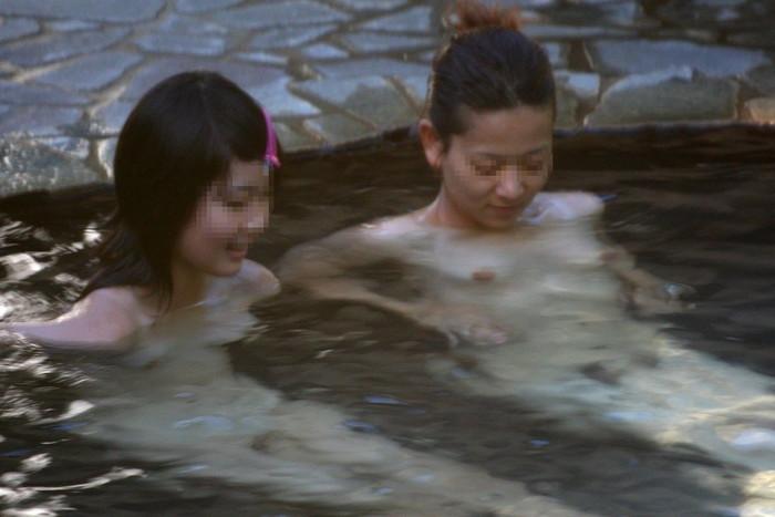 【女湯盗撮エロ画像】これが女湯!?リアルな女風呂の光景に感動の涙www 11