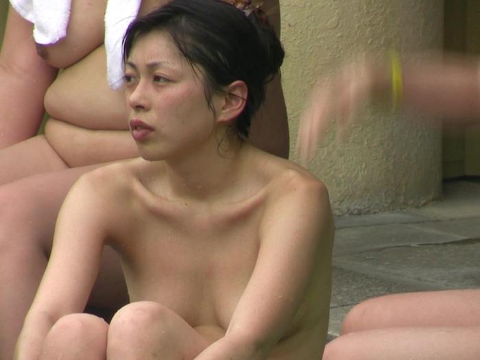 【女湯盗撮エロ画像】これが女湯!?リアルな女風呂の光景に感動の涙www 20