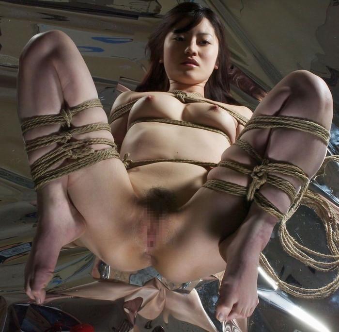 【SM緊縛エロ画像】マニアックだがそれがいい!緊縛された女達の妖艶な姿! 20
