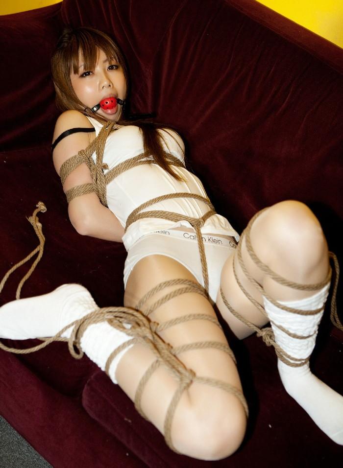 【SM緊縛エロ画像】マニアックだがそれがいい!緊縛された女達の妖艶な姿! 23