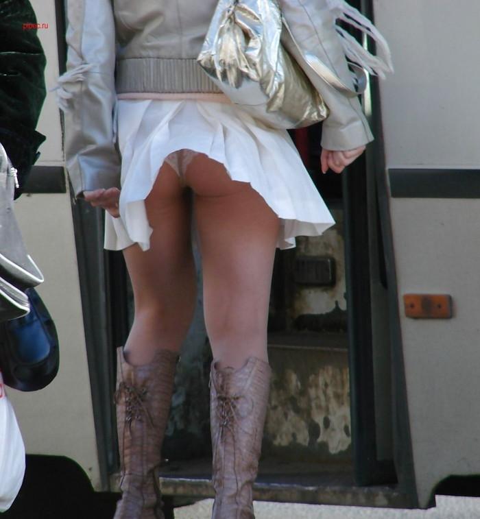 【パンチラエロ画像】風に舞ったスカート!その瞬間を激写! 11