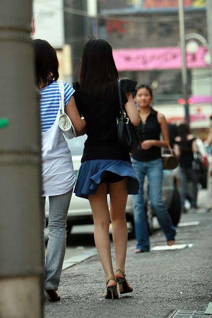 【パンチラエロ画像】風に舞ったスカート!その瞬間を激写! 22