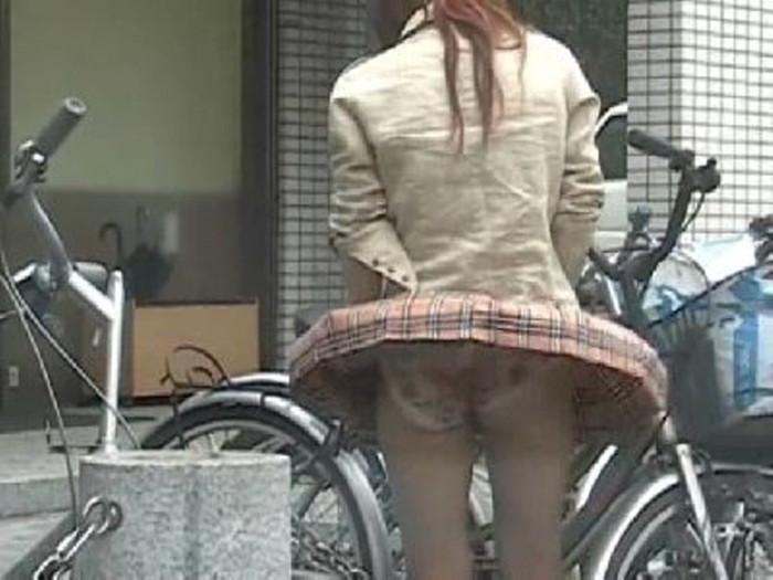 【パンチラエロ画像】風に舞ったスカート!その瞬間を激写! 28