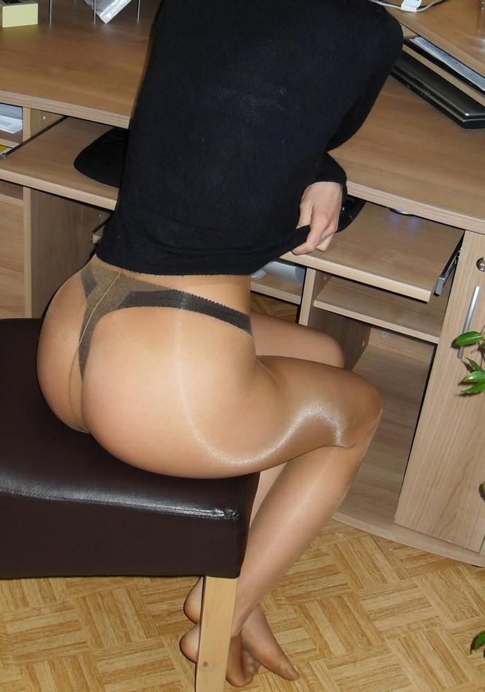 【Tバックエロ画像】Tバックパンティーを履いた女の尻ってエグいエロさがあるだろ? 15