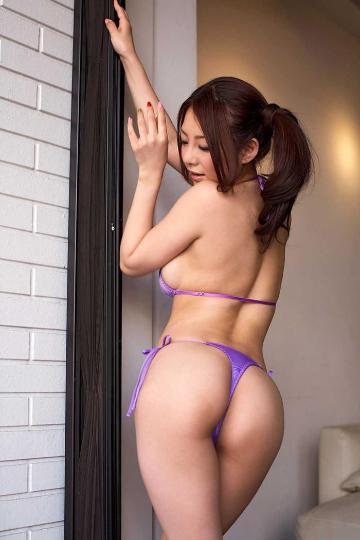 【Tバックエロ画像】Tバックパンティーを履いた女の尻ってエグいエロさがあるだろ? 17