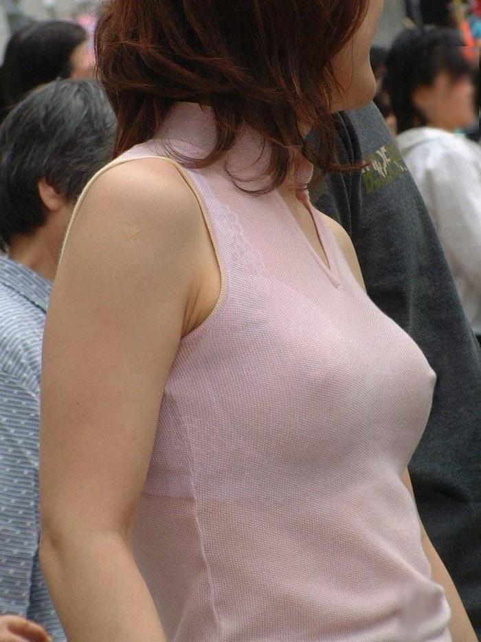 【乳首透けエロ画像】ノーブラ女子の乳首ポッチ!思わず手を伸ばして摘みたくなるよな! 21