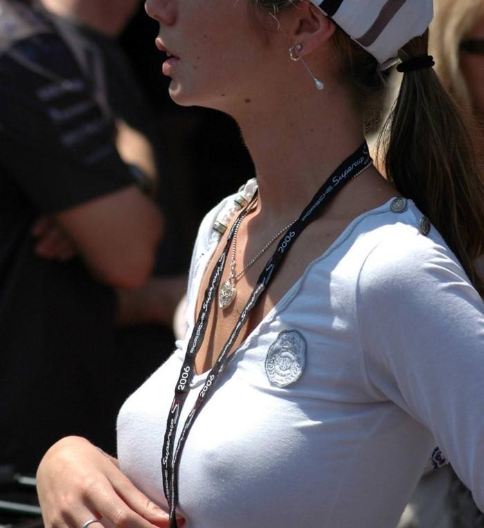 【乳首透けエロ画像】ノーブラ女子の乳首ポッチ!思わず手を伸ばして摘みたくなるよな! 25