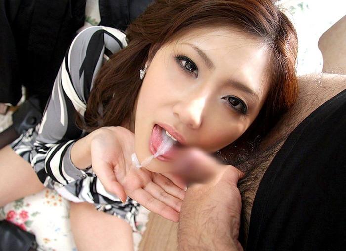 【口内発射エロ画像】女の子の口の中に濃厚な男汁を注ぎこめ!口内発射! 19