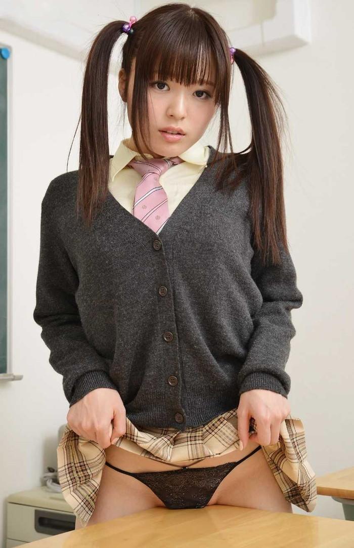 【JKコスプレエロ画像】コスプレといえどこれはイケる!まだまだ現役で通りそうなJKコスプレした女の子! 18